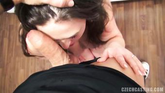 Пышная потаскуха расслабилась на порно кастинге