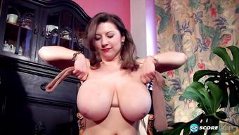 Samantha Lily показала огромную натуральную грудь