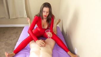 Брюнетка в красном дрочит член мужа руками и ногами