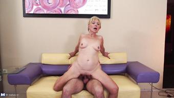 Секс со старой блондинистой бабенкой