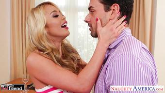 Порно с блондинкой с силиконовыми сиськами