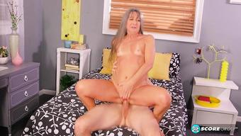 Групповой секс с блондинкой у бассейна частное видео фото 452-94