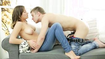Русская пара стала заниматься классным сексом