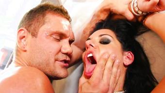 Мощнейший трах сексапильной брюнетки