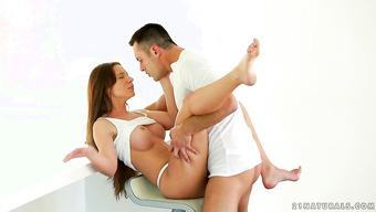 Красивый половой акт с грудастой брюнеткой