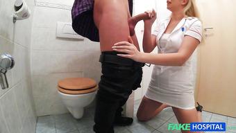 Медсестра удовлетворила пациента после классного минета