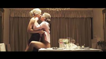 Чувственный лесбийский секс на обеденном столе