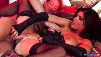 Бизнес-леди в чулках шпилится со своим любовником